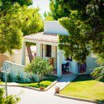 Esterno-camere-Cala-Gonone-Beach-Village-con-vista-immerse-nel-verde