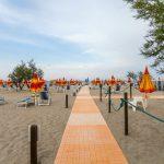 beach--v17055064